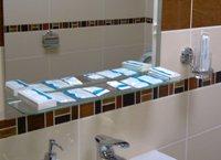 Полный гигиенический комплект - мыло, гель, шампунь-кондиционер, бритва с освежающей салфеткой, зубная щётка с пастой, расчёска - увеличить