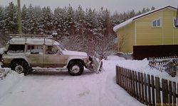 Старый Ниссан - это трактор! 4.2 л дизель, самодельный грейдер, и дорога чистая! - увеличить