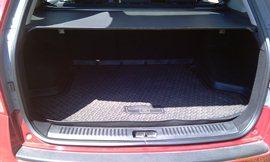 Багажник Kia Ceed SW - простой, вместительный и крайне многофункциональный под лёгким ковриком - увеличить