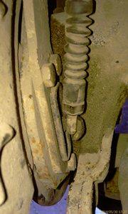Крепление тросика ручника к механизму-рычажку. Идеальная герметизация, и рычажок также герметизирован хорошо - увеличить