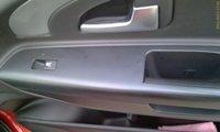 Есть только кнопка открывания окон - и та работает только на заведёной машине! - увеличить