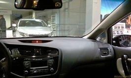 Плоская и удобная панель-торпедо Kia Ceed 2013 - увеличить