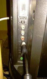 Подключаем кабель HDMI в разъём на боковой поверхности телевизора Sony - увеличить