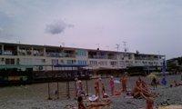 Эллинги на берегу моря в Лоо - увеличить