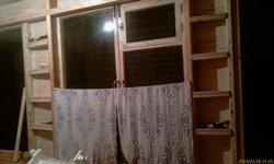 Полочки слева и справа у окна веранды, для мелочёвки - увеличить