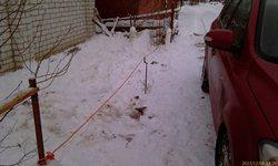 Оранжевый шнур от удлинителя в качестве оградки - увеличить