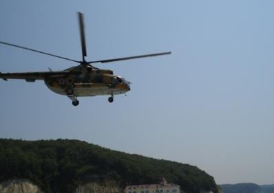 Лучшая развлекаловка на пляже - прыжки с вертолёта