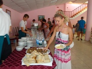 На линии хлеб, минералка, напитки, чай, кофе и далее первые блюда - увеличить