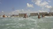 Вид с моря на волнующееся море у берега - увеличить