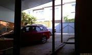 Стоянка машин во дворе гостевого дома Вартуш - увеличить