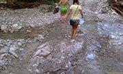 А мы пошли дальше - ручьи и камни - вся дорога - увеличить