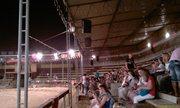 Хорошая арена для зрителей, нормальные свет и звукотехника - увеличить