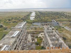 Машинные залы блока АЭС (там стояли паровые турбины) и каналы орошения-охлаждения - увеличить