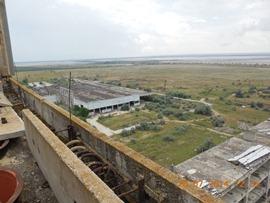 Вид на Акташское водохранилище, планировалось его использовать для охлаждения энергоблоков станции - увеличить