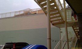 Вид от стоянки - на верху - большой бассейн - увеличить
