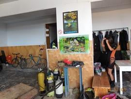 База - акваланги, переодевалка, место для инструктажа, костюмы - увеличить