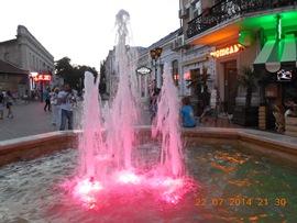 Красиво везде - цветные фонтаны - увеличить