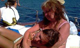 На передней палубе - спать и жариться