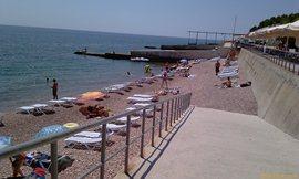 Морской уголок - пляж №2 - розовый крупно-галечный - тяжело входить и выходить из моря - увеличить