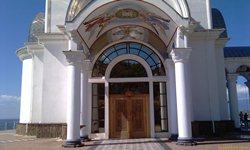 Храм-маяк Святителя Николая - главный вход - увеличить