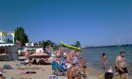 Центральный пляж Евпатории - последние денёчки. И массажист свой здесь же - увеличить