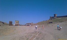 На территории Генуэзской крепости - увеличить