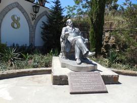 Памятник князю Льву Голицыну - увеличить