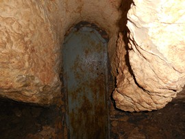 Пыточная - дегустационная пещера. А может, сокровища там?!!! Закрыто было наглухо! - увеличить