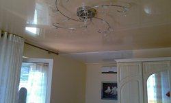 Орхидея, потолок в номере, люстра и крепление штор - увеличить