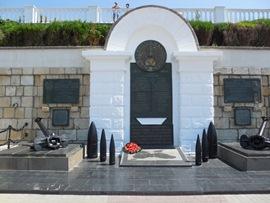 Памятник на набережной - увеличить